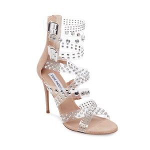 """واكبي صيحات الموضة مع مجموعة """"ستيف مادن"""" للأحذية الشفافة"""