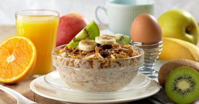 أهمية تناول وجبة الإفطار والبعد عن الأكل قبل النوم
